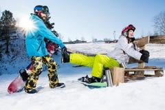 Snowboarders околпачивая вокруг Стоковые Изображения RF