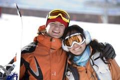 Snowboarders afortunados de los pares Foto de archivo libre de regalías