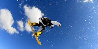 Snowboarders en raza Fotos de archivo