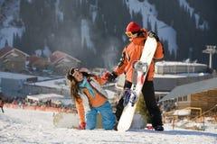 Snowboarders fortunati delle coppie Fotografie Stock Libere da Diritti