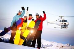Snowboarders na górze горы с концепцией лыжи Стоковые Изображения RF