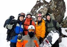 Snowboarders på berg Fotografering för Bildbyråer