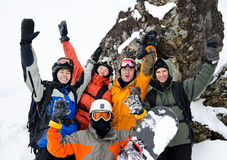 Snowboarders på berg Arkivbild
