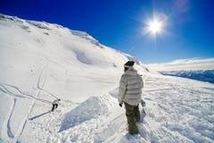Snowboarders que fazem o salto imagem de stock