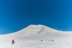 Snowboarders som tycker om en härlig vinter Arkivfoton
