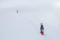 Snowboardersteigen Stockfotos