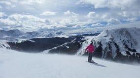 Snowboarding överst av världen royaltyfri fotografi