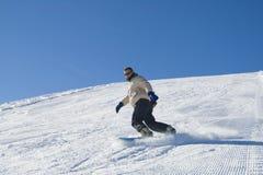 Snowboarding dans la photo de barre de montagne Image libre de droits
