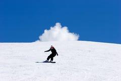 Snowboarding de femme sur des pentes de station de sports d'hiver de Pradollano en Espagne Photographie stock libre de droits