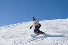 Snowboarding in de foto van de bergvoorraad Royalty-vrije Stock Afbeelding
