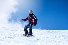 Snowboarding do homem novo Foto de Stock