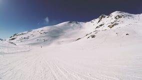 Snowboarding em um dia ensolarado Atividade de lazer filme
