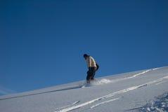 Snowboarding na foto do estoque da neve do pó Fotografia de Stock Royalty Free