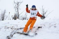 Snowboardmädchen abschüssig Stockfoto