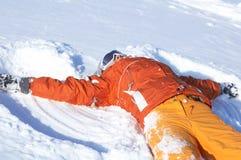 Snowboardmädchen auf Schnee Lizenzfreie Stockfotos