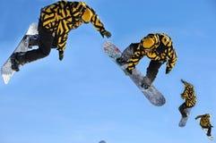 Snowboardsprungreihenfolge Stockfotos