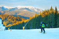 Snowborder στο χιονοδρομικό κέντρο στοκ εικόνες