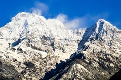 Snowcapped горный пик Annapurna стоковые фотографии rf