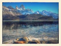Snowcapped berg i Patagonia Royaltyfri Fotografi