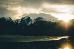 Snowcapped berg på solnedgången Royaltyfri Foto