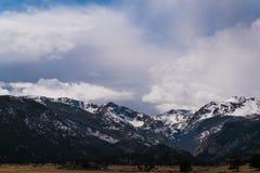 Snowcapped Berge Lizenzfreie Stockbilder