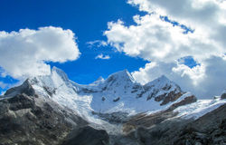 Snowcapped bergen van Huascaran, Peru royalty-vrije stock afbeelding