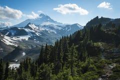 Snowcapped monteringsbagare, fjällripa Ridge, staten Washington Cascad Fotografering för Bildbyråer