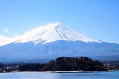 Snowcapped runt om Fujiyama Arkivbild