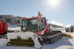 Snowcat,积雪的清除的机器,准备滑雪落后 库存图片