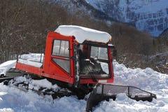 Snowcat,积雪的清除的机器,准备滑雪落后 免版税图库摄影