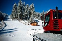 Snowcat auf einem Skiort Stockbild