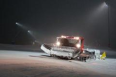 Snowcat in den Bergen Georgia der Erholungsort von gudauri Lizenzfreies Stockbild