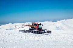 Snowcat na śnieżnej górze Zdjęcia Royalty Free