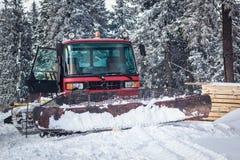 Snowcat på ett snöig berg Royaltyfria Foton