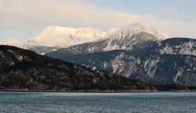 Snowcovered Bergen in Alaska. stock afbeelding