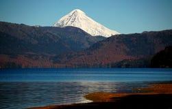 Snowcovered vulkaan Lanin stock afbeelding