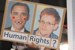 Snowden vinstsservice från personer som protesterar i Hong Kong Arkivbild