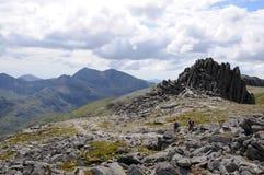 Snowdon und Krippe Goch von Glyder Fach, Snowdonia, Stockbild
