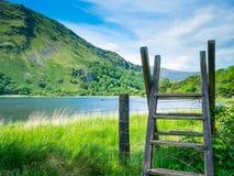 Snowdonia bergskedja och sjö Royaltyfri Bild