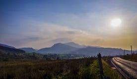 Snowdonia på en dimmig dag Royaltyfria Bilder