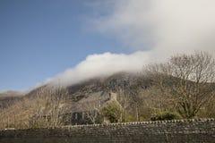 Snowdonia, País de Gales del norte, el Reino Unido - colinas y nubes imágenes de archivo libres de regalías