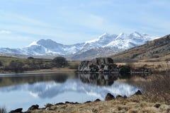 Snowdonia reflexion royaltyfria bilder