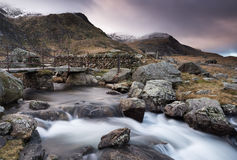 Snowdoniavoetgangersbrug, llyn Idwal, Noord-Wales Stock Foto