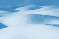 Snowdrifts από το καθαρό χιόνι Στοκ Εικόνες