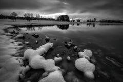 Snowed i marznący rezerwuar w Vitoria Obraz Stock