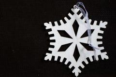 Snowflake διακοσμήσεων Χριστουγέννων φιαγμένο από ξύλο Στοκ Εικόνα