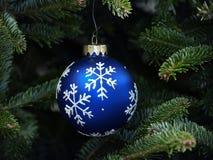 snowflake διακοσμήσεων Χριστο&upsilo Στοκ εικόνα με δικαίωμα ελεύθερης χρήσης