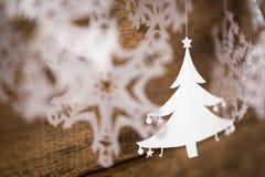 Snowflake διακοσμήσεων Χριστουγέννων, έγγραφο χριστουγεννιάτικων δέντρων που κρεμά το Ov Στοκ Εικόνες