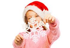 Snowflake διακοσμήσεων Χριστουγέννων λαβή από το κορίτσι Στοκ φωτογραφίες με δικαίωμα ελεύθερης χρήσης