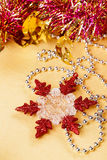 Snowflake και χάντρες διακοσμήσεων Χριστουγέννων Στοκ Εικόνες